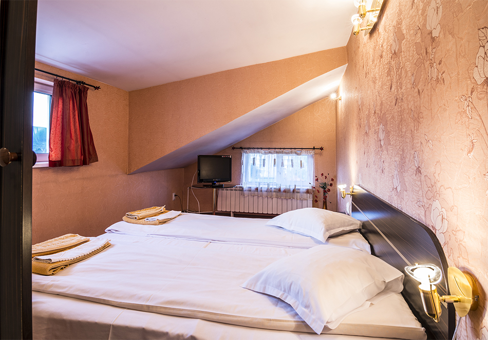 Нова Година във Велинград. 3 нощувки на човек със закуски и вечери, едната празнична + минерални басейни, джакузи и сауна от Хотел Маркита, снимка 9