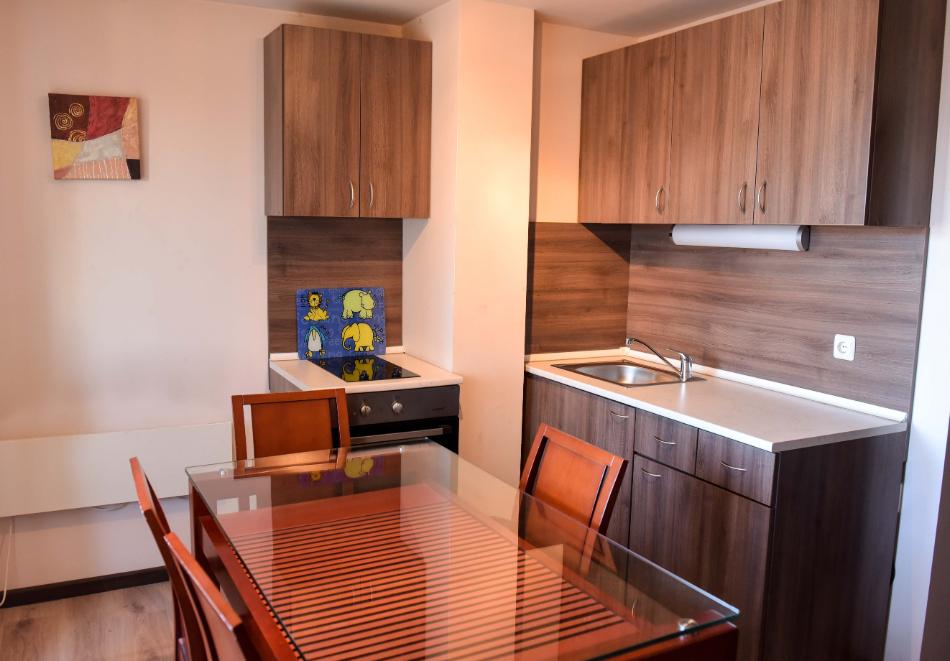 Нощувка със закуска и вечеря на човек + отопляем вътрешен басейн и релакс зона от хотел Роял Банско Апартмънтс. Дете до 12г. - безплатно!, снимка 9