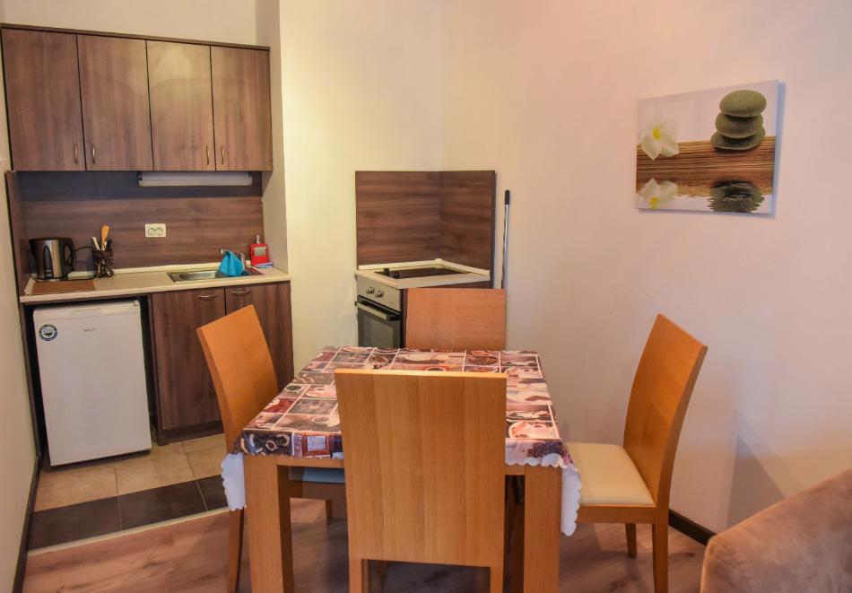 Нощувка със закуска и вечеря на човек + отопляем вътрешен басейн и релакс зона от хотел Роял Банско Апартмънтс. Дете до 12г. - безплатно!, снимка 12