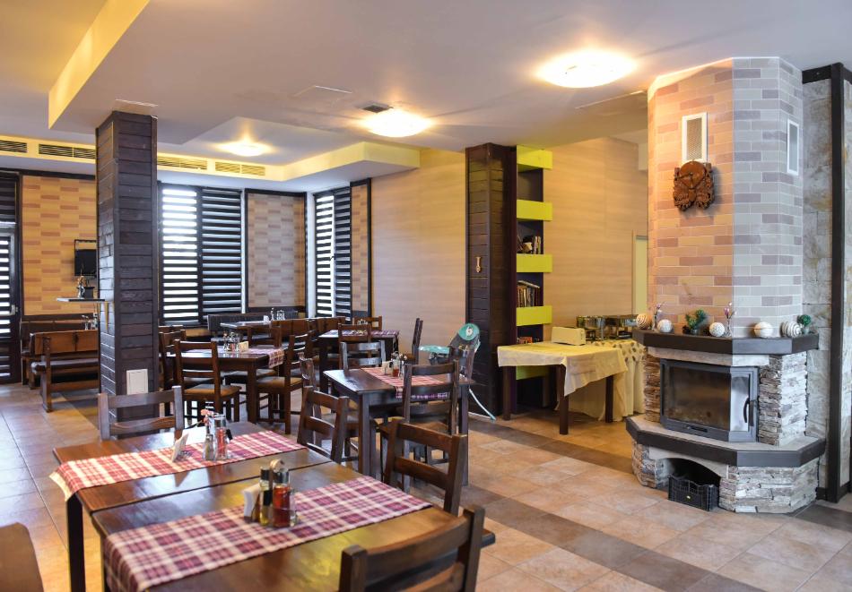 Нощувка със закуска и вечеря на човек + отопляем вътрешен басейн и релакс зона от хотел Роял Банско Апартмънтс. Дете до 12г. - безплатно!, снимка 14