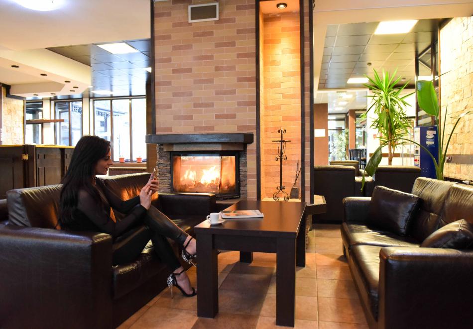 Нощувка със закуска и вечеря на човек + отопляем вътрешен басейн и релакс зона от хотел Роял Банско Апартмънтс. Дете до 12г. - безплатно!, снимка 19