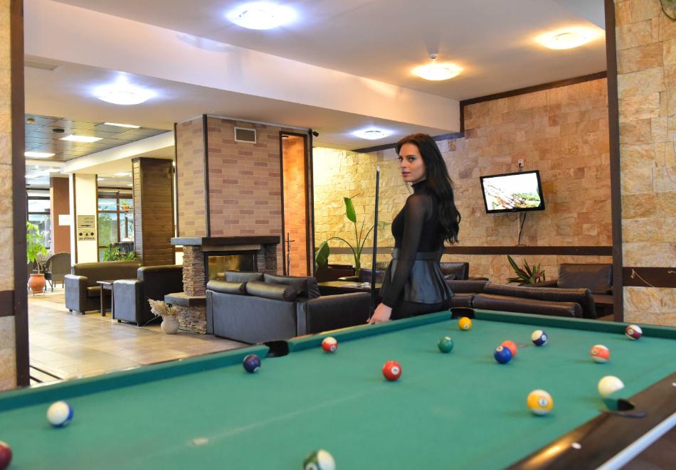 Нощувка със закуска и вечеря на човек + отопляем вътрешен басейн и релакс зона от хотел Роял Банско Апартмънтс. Дете до 12г. - безплатно!, снимка 23