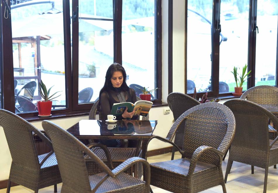 Нощувка със закуска и вечеря на човек + отопляем вътрешен басейн и релакс зона от хотел Роял Банско Апартмънтс. Дете до 12г. - безплатно!, снимка 17