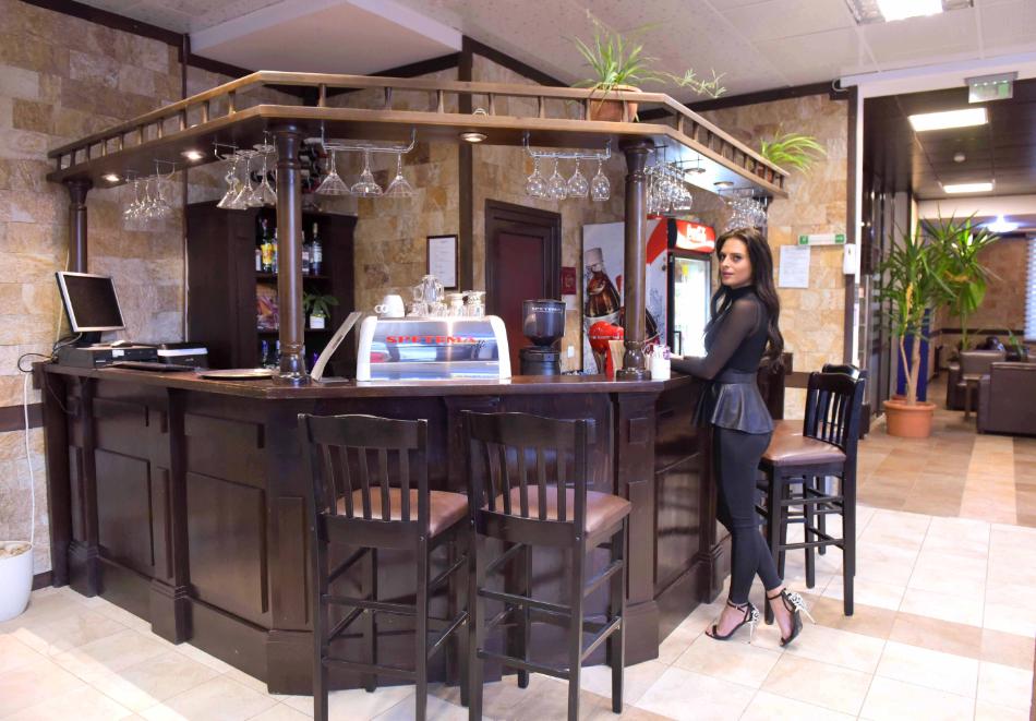 Нощувка със закуска и вечеря на човек + отопляем вътрешен басейн и релакс зона от хотел Роял Банско Апартмънтс. Дете до 12г. - безплатно!, снимка 16