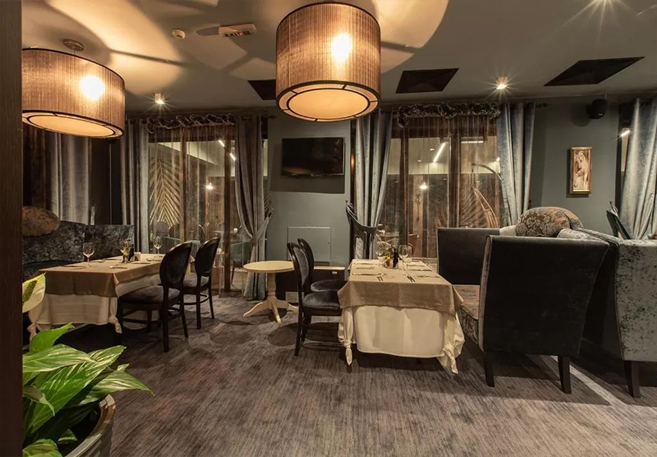 Нова година в Банско! 3 нощувки на човек със закуски + празнична вечеря, басейн и уелнес център  в бутиков хотел Орес*****, снимка 18