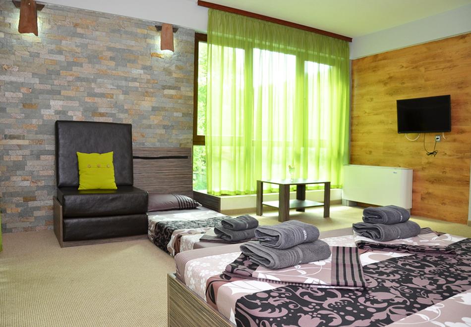 Нощувка на човек със закуска и вечеря + външен топъл минерален басейн и релакс зона от хотел Бохема***, Огняново, снимка 10