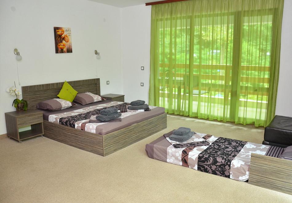 Нощувка на човек със закуска и вечеря + външен топъл минерален басейн и релакс зона от хотел Бохема***, Огняново, снимка 14