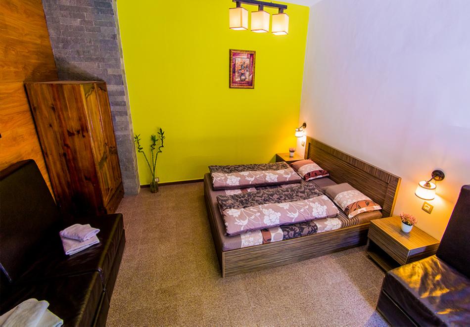 Нощувка на човек със закуска и вечеря + външен топъл минерален басейн и релакс зона от хотел Бохема***, Огняново, снимка 11