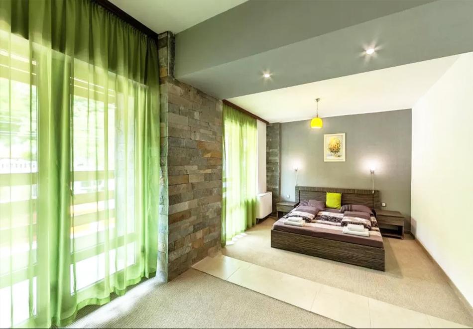 Нощувка на човек със закуска и вечеря + външен топъл минерален басейн и релакс зона от хотел Бохема***, Огняново, снимка 15