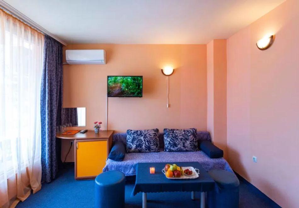 Нощувка на човек + сауна в Семеен Хотел Джемелли, Обзор, снимка 8