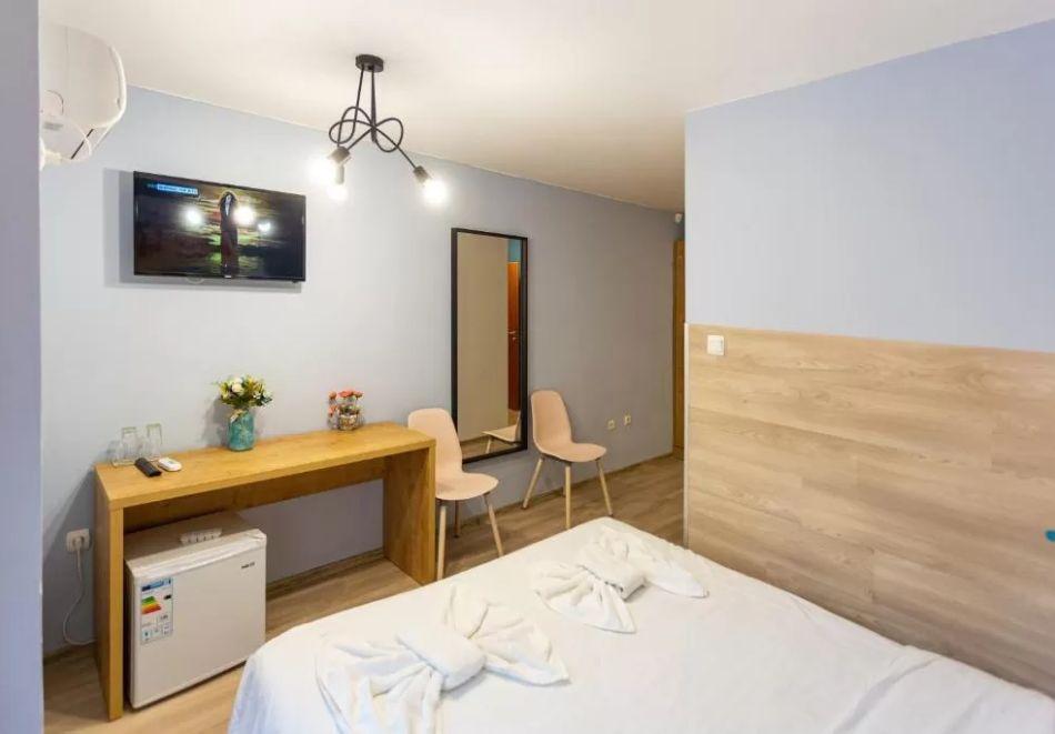 Нощувка на човек + сауна в Семеен Хотел Джемелли, Обзор, снимка 6