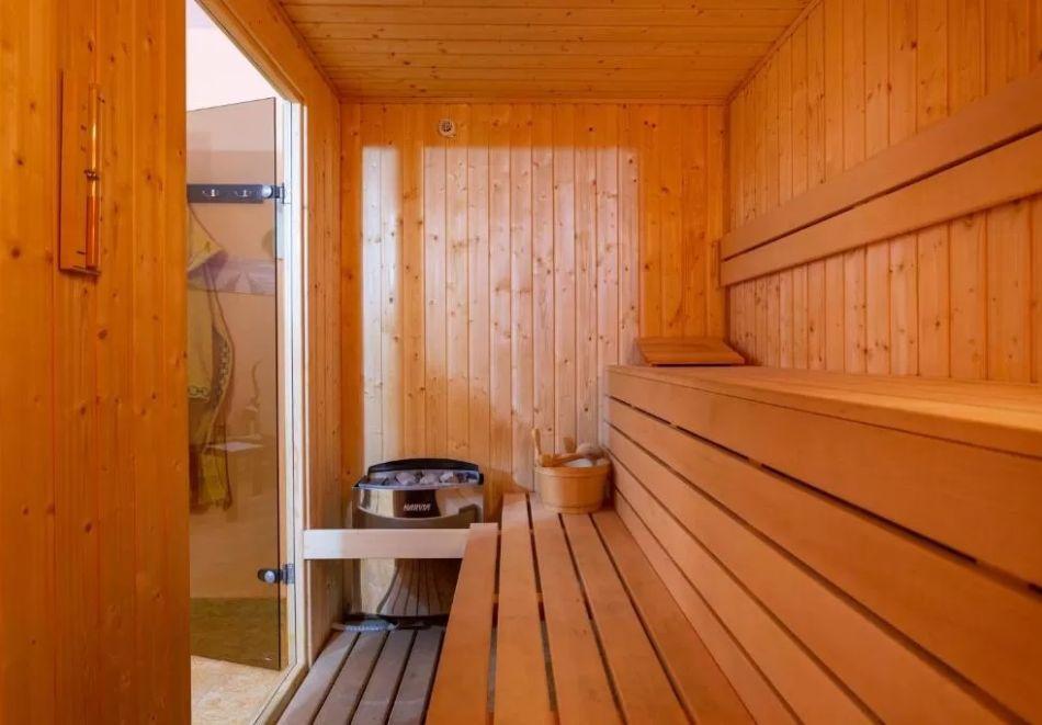 Нощувка на човек + сауна в Семеен Хотел Джемелли, Обзор, снимка 3