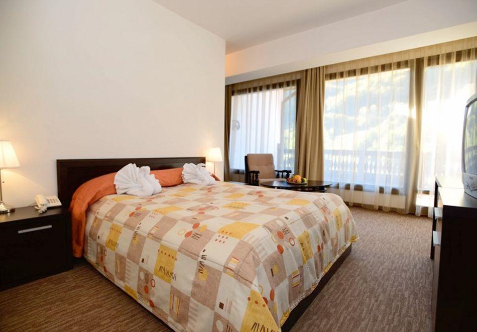 1 или 2 нощувки на човек със закуски + минерален басейн и релакс зона в обновения хотел Алфарезорт Палас, Чифлика, снимка 10