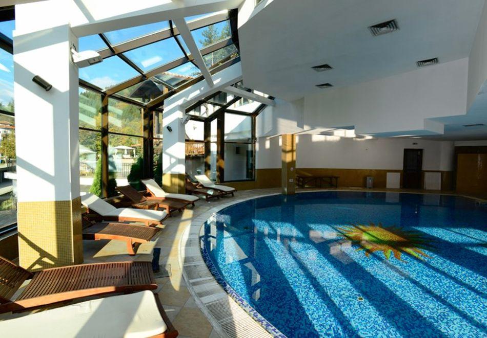 1 или 2 нощувки на човек със закуски + минерален басейн и релакс зона в обновения хотел Алфарезорт Палас, Чифлика, снимка 4