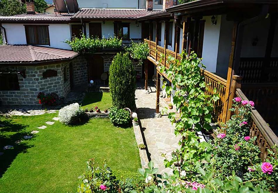Нощувка в самостоятелна къща до 18 човека и ползване на механа от Къща за гости Клечерова, Банско, снимка 5