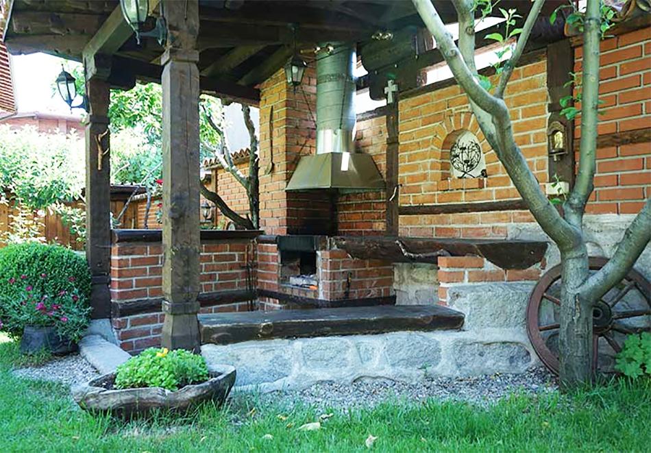 1 нощувка в самостоятелна къща до 18 човека и ползване на механа от Къща за гости Клечерова, Банско, снимка 2