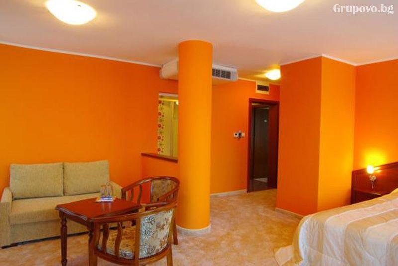Нощувка на човек със закуска и вечеря в хотел Елена, Велико Търново, снимка 3