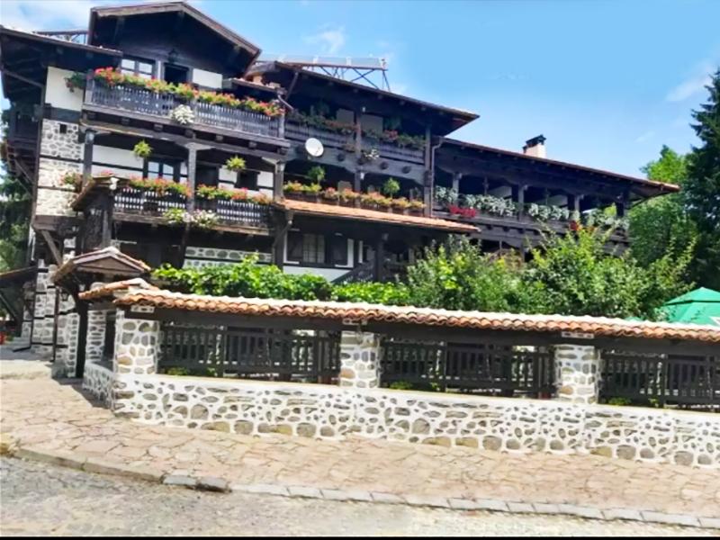 Нощувка на човек със закуска + минерален басейн и релакс пакет в Македонска кръчма хотел и механа, Добринище, снимка 2