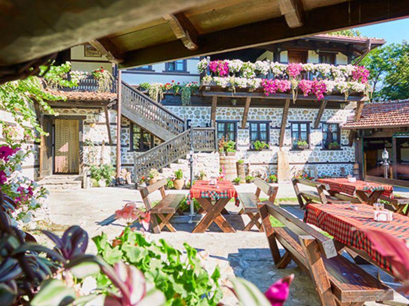 Нощувка на човек със закуска + минерален басейн и релакс пакет в Македонска кръчма хотел и механа, Добринище, снимка 4