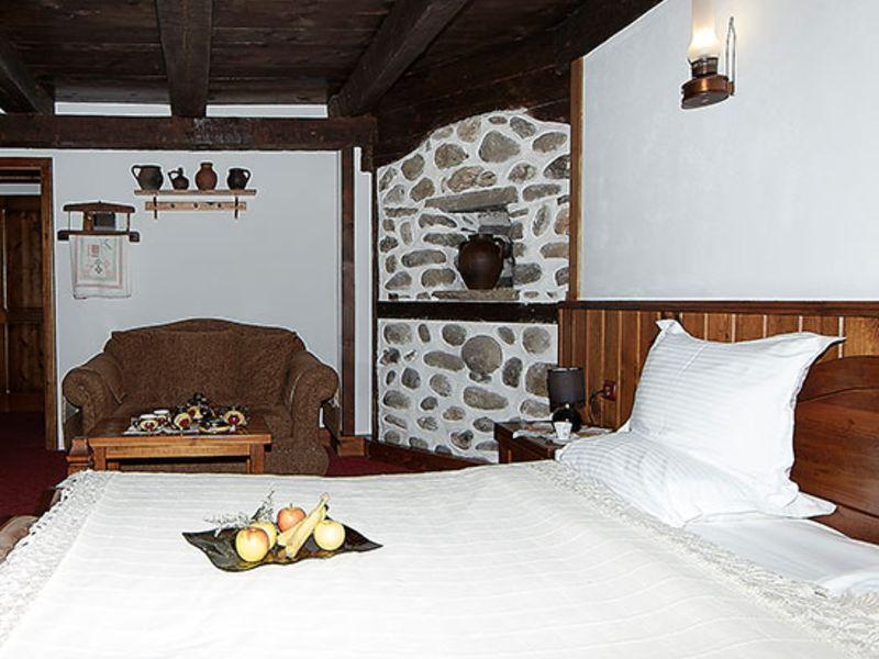 Нощувка на човек със закуска + минерален басейн и релакс пакет в Македонска кръчма хотел и механа, Добринище, снимка 10