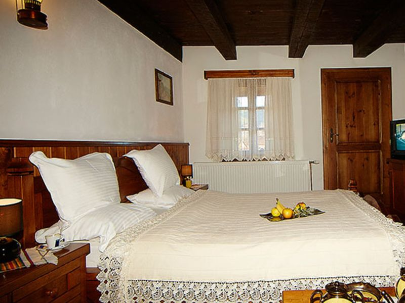 Нощувка на човек със закуска + минерален басейн и релакс пакет в Македонска кръчма хотел и механа, Добринище, снимка 12