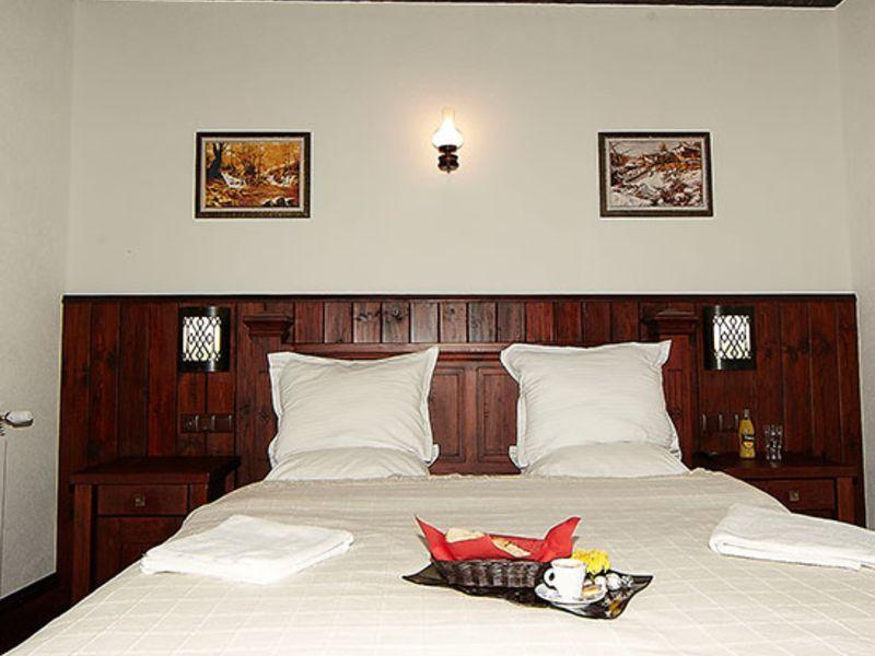 Нощувка на човек със закуска + минерален басейн и релакс пакет в Македонска кръчма хотел и механа, Добринище, снимка 11