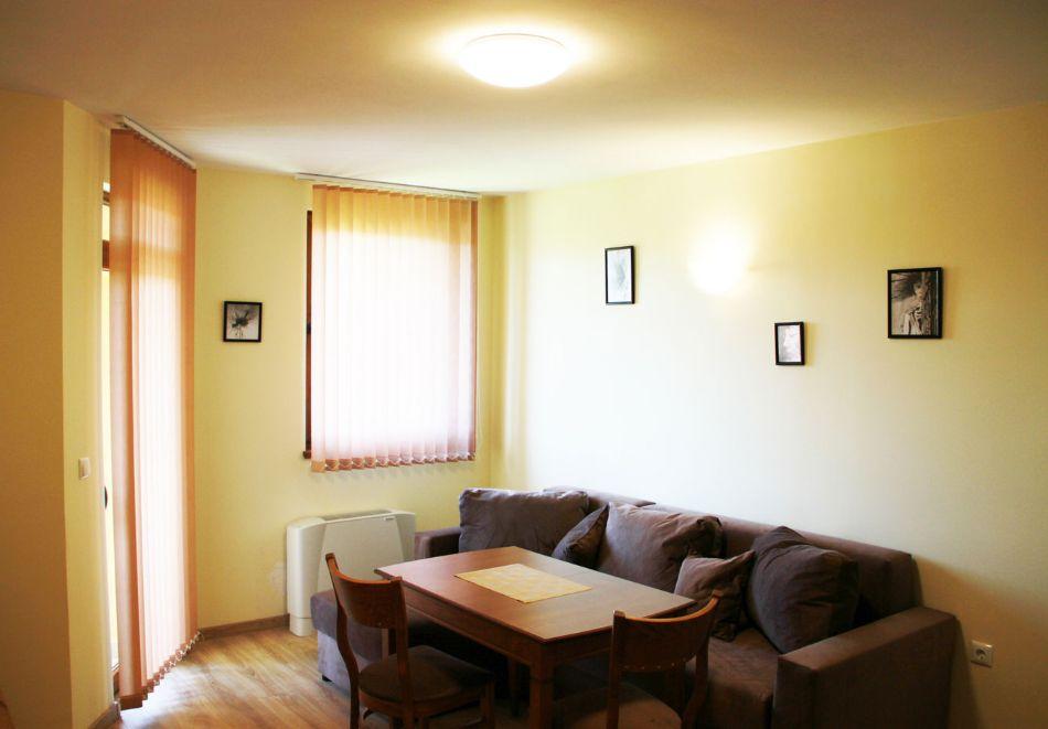 Нощувка на човек със закуска + сауна, джакузи и парна баня от Семеен хотел Александър, Павел баня, снимка 8
