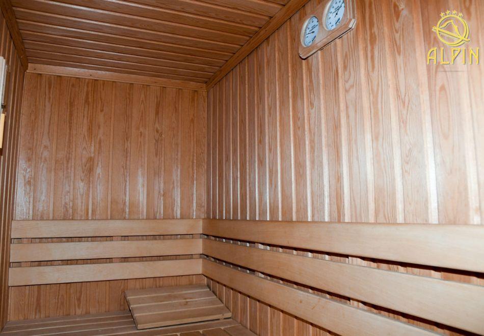Нощувка със зкуска за ЧЕТИРИМА в едноетажна вила от Вили Алпин****, Боровец, снимка 4