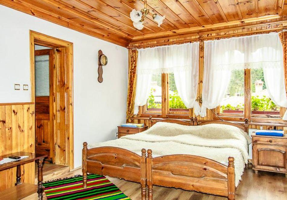 Нощувка на човек в семеен хотел Рай, Копривщица, снимка 9