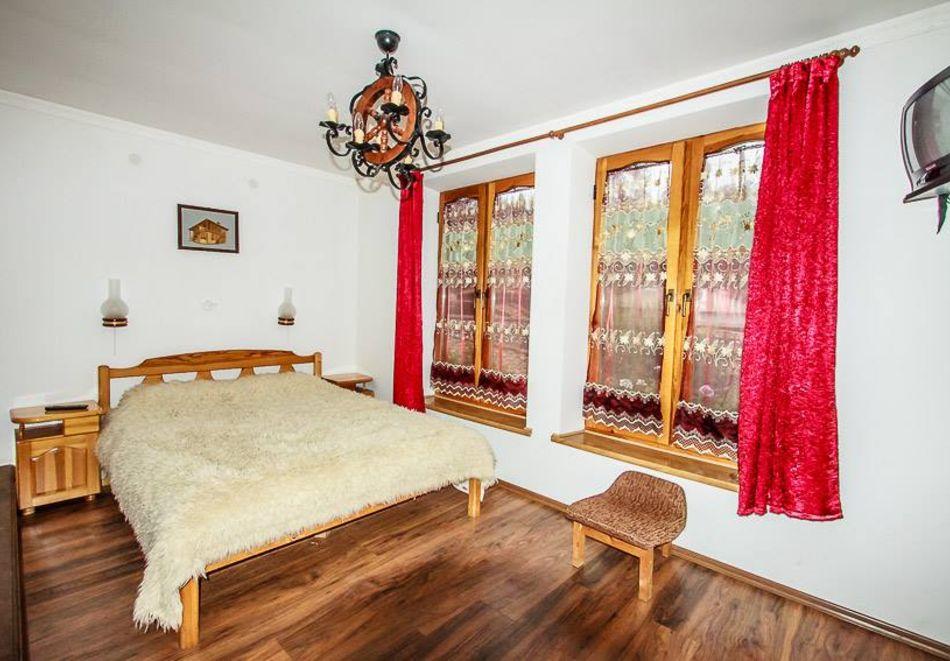 Нощувка на човек в семеен хотел Рай, Копривщица, снимка 13