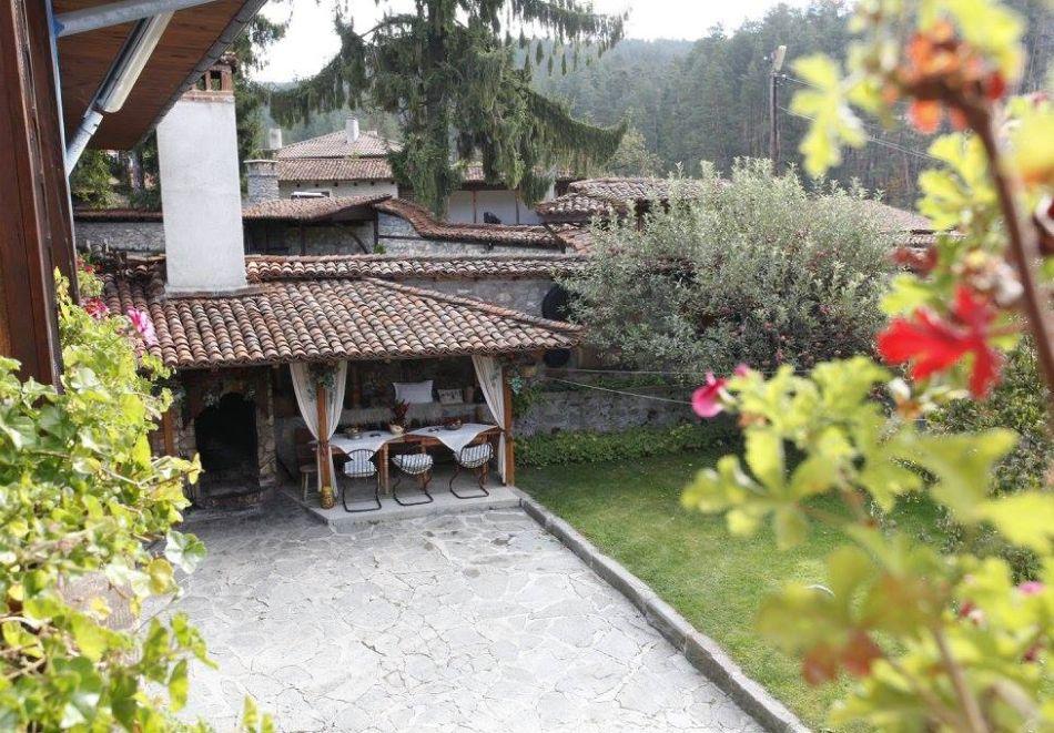 Нощувка на човек в семеен хотел Рай, Копривщица, снимка 21