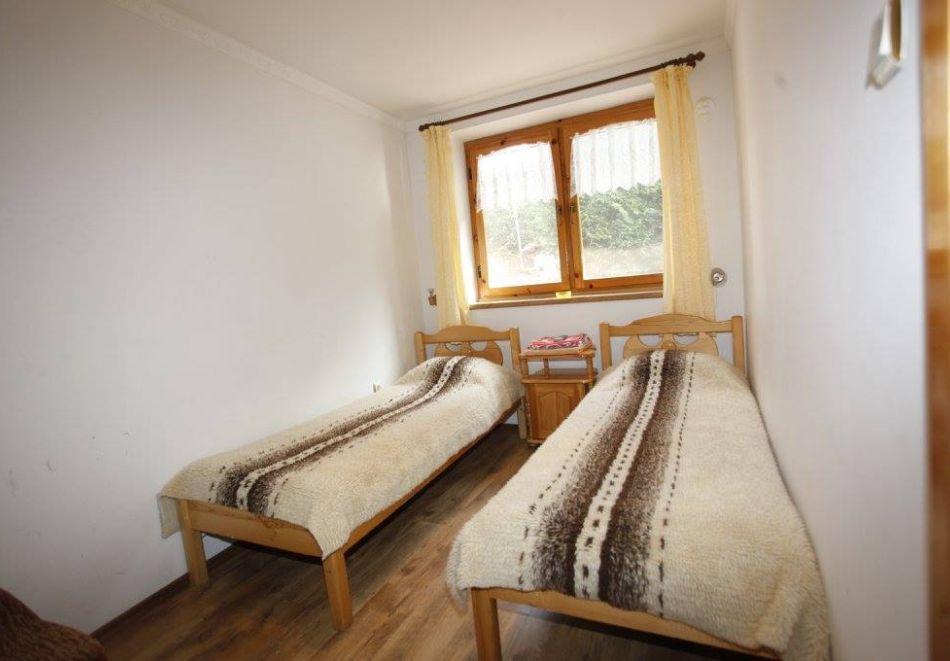 Нощувка на човек в семеен хотел Рай, Копривщица, снимка 12