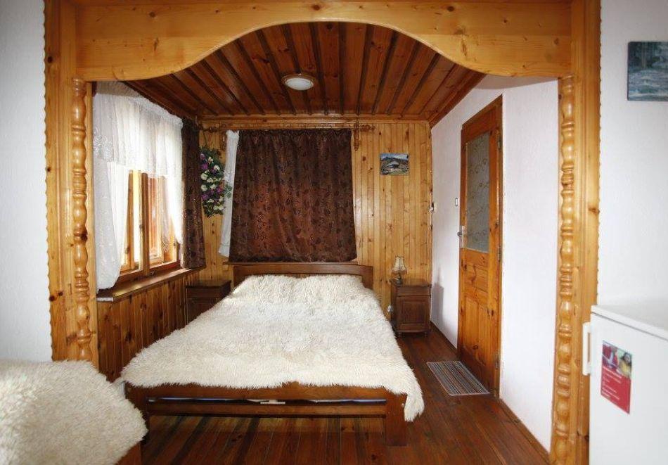 Нощувка на човек в семеен хотел Рай, Копривщица, снимка 6