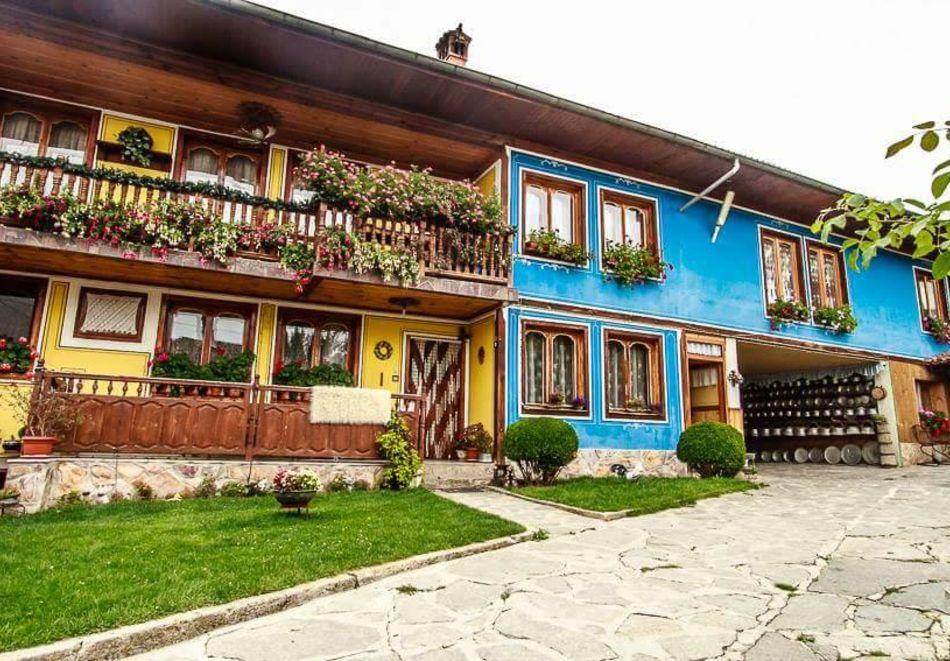 Нощувка на човек в семеен хотел Рай, Копривщица, снимка 3