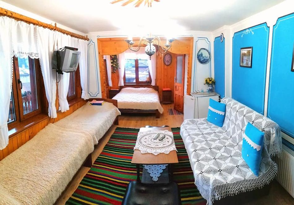 Нощувка на човек в семеен хотел Рай, Копривщица, снимка 10