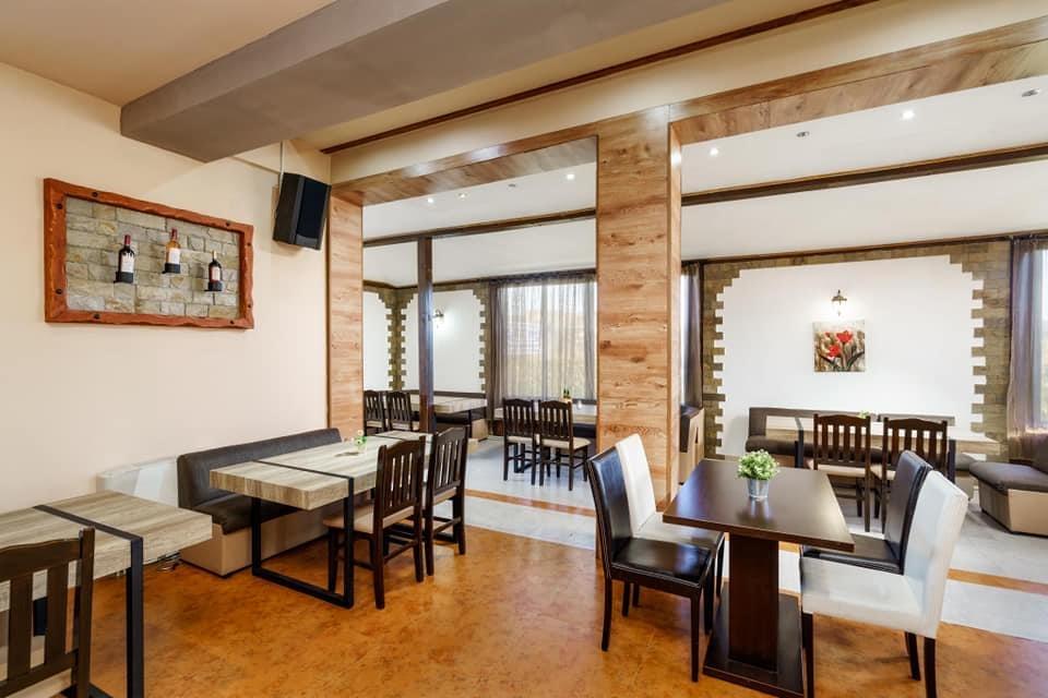 Нощувка на човек със закуска и вечеря + минерален басейн и релакс пакет в хотел Вита Спрингс, с. Баня до Банско, снимка 18