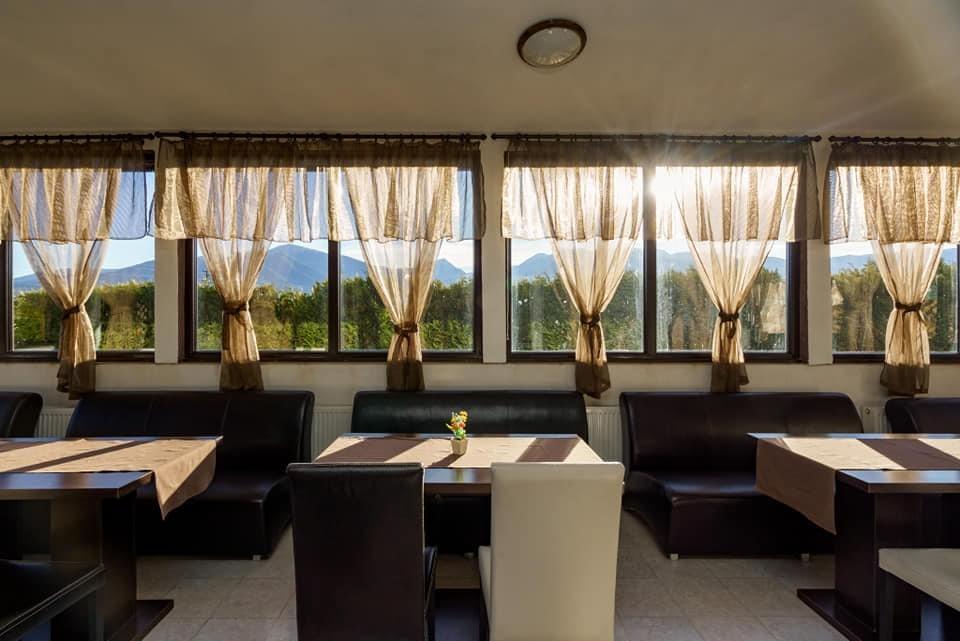 Нощувка на човек със закуска и вечеря + минерален басейн и релакс пакет в хотел Вита Спрингс, с. Баня до Банско, снимка 19