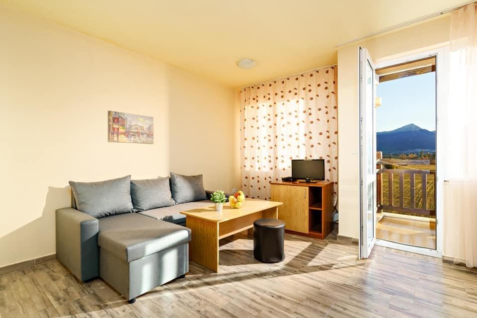 Нощувка на човек със закуска и вечеря + минерален басейн и релакс пакет в хотел Вита Спрингс, с. Баня до Банско, снимка 12