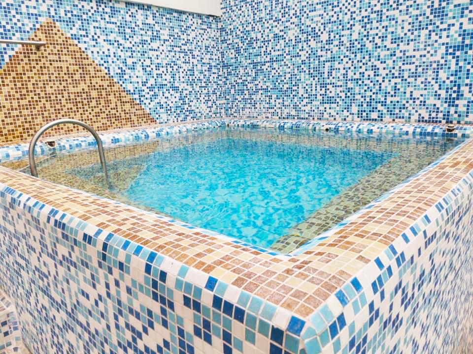 Нощувка на човек със закуска и вечеря + минерален басейн и релакс пакет в хотел Вита Спрингс, с. Баня до Банско, снимка 8