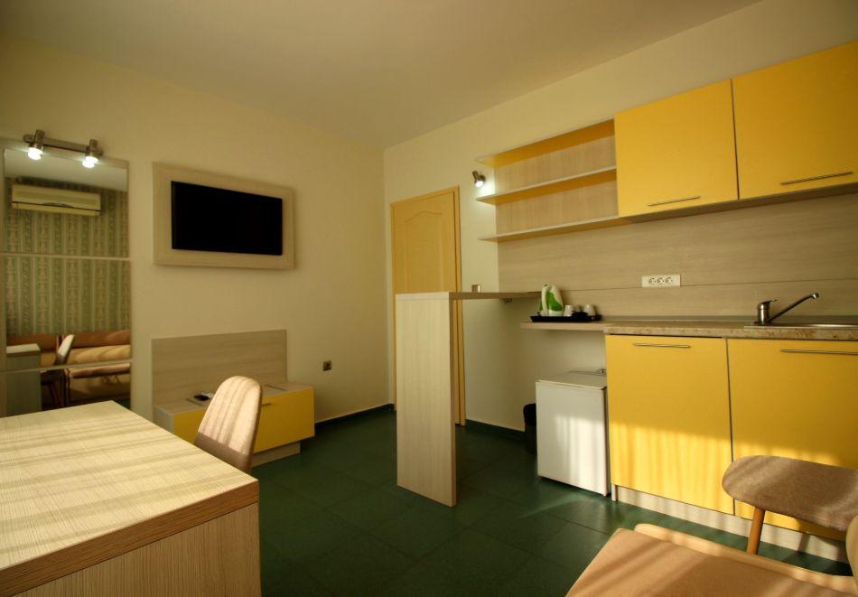 Нощувка за двама в апартаменти Перла, Несебър. 2 деца - БЕЗПЛАТНО!, снимка 8