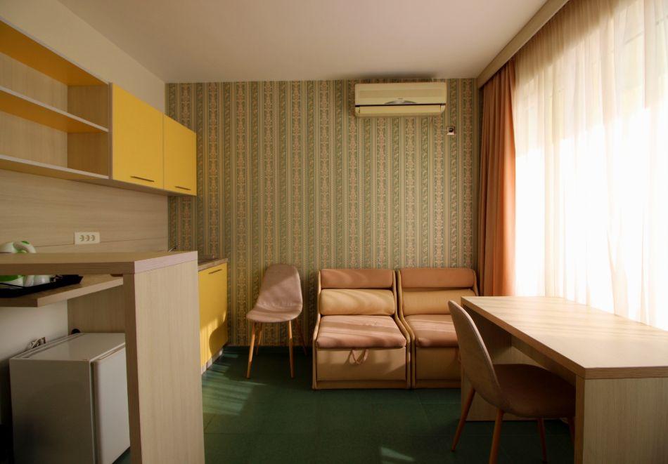 Нощувка за двама в апартаменти Перла, Несебър. 2 деца - БЕЗПЛАТНО!, снимка 7