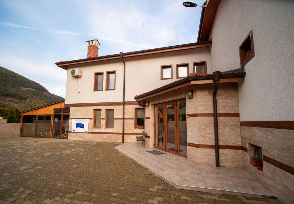 Нощувка на човек със закуска и вечеря  в къща за гости Рая, с. Кормянско на 3 км. от Севлиево, снимка 4