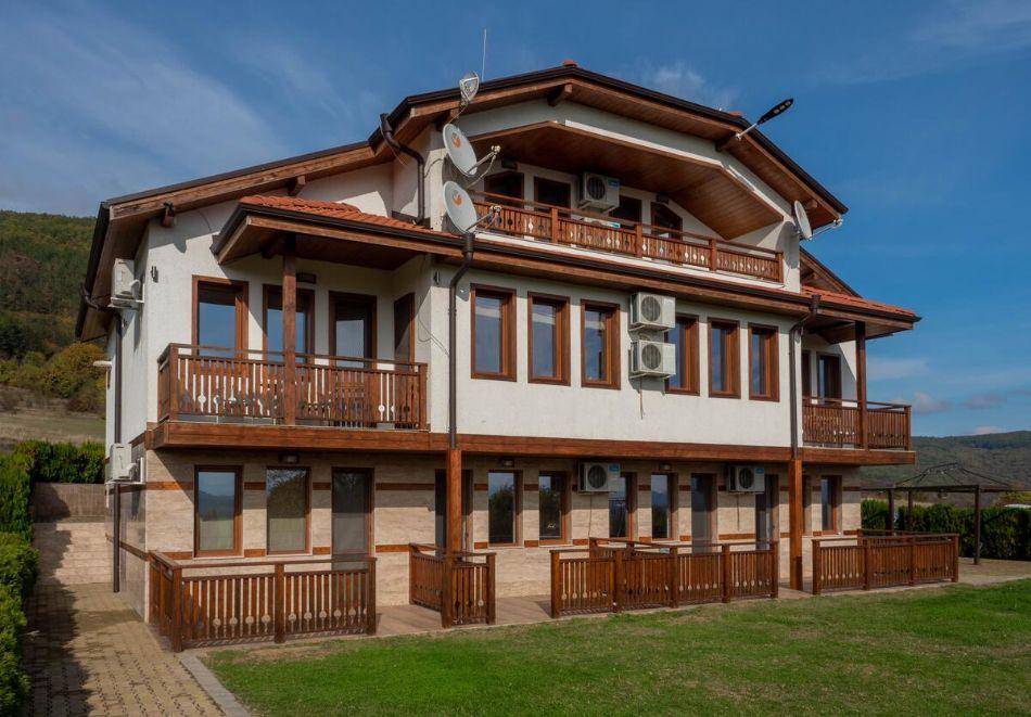Нощувка на човек със закуска + конна езда в къща за гости Рая, с. Кормянско на 3 км. от Севлиево, снимка 3