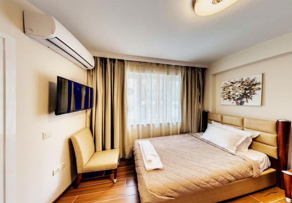 На почивка във Варна! Нощувка на човек със закуска в хотел Арт Грийн, снимка 3