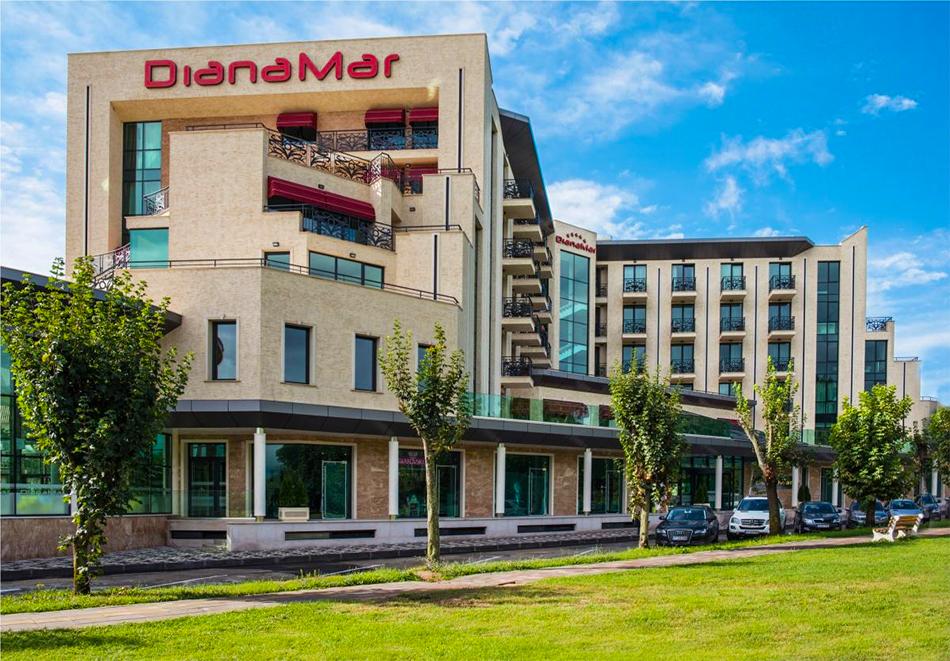 Нощувка на човек със закуска и вечеря + минерален басейнa и СПА в Балнеохотел Дианамар****, Павел Баня, снимка 2
