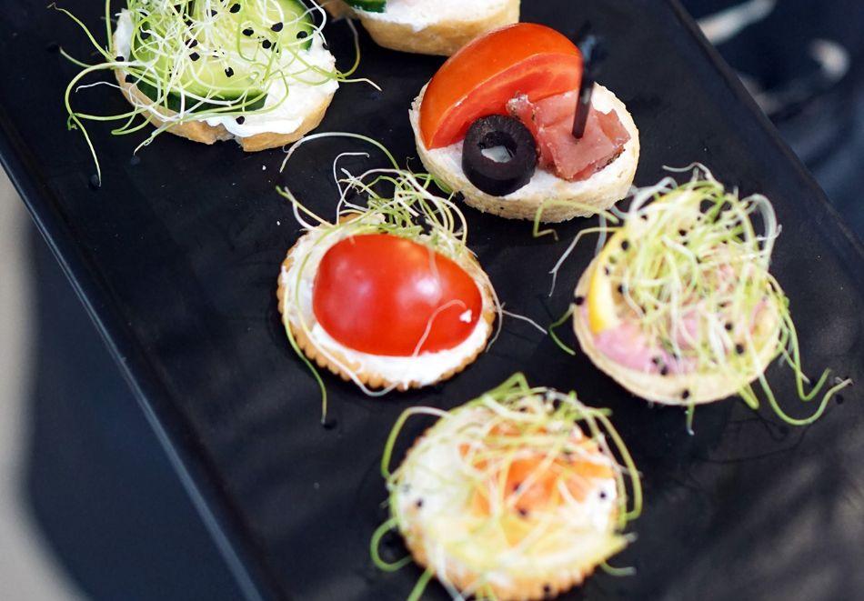 Пица по избор от менюто + чаша вино от Valente bar coffee, Варна, снимка 3