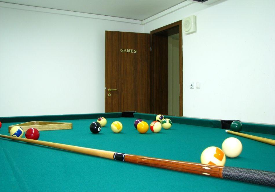 Нощувка на човек + басейн и релакс зона в апарт хотел Божурленд, Банско, снимка 28