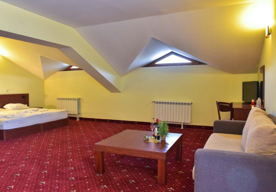 Нощувка на човек + басейн и релакс зона в апарт хотел Божурленд, Банско, снимка 18