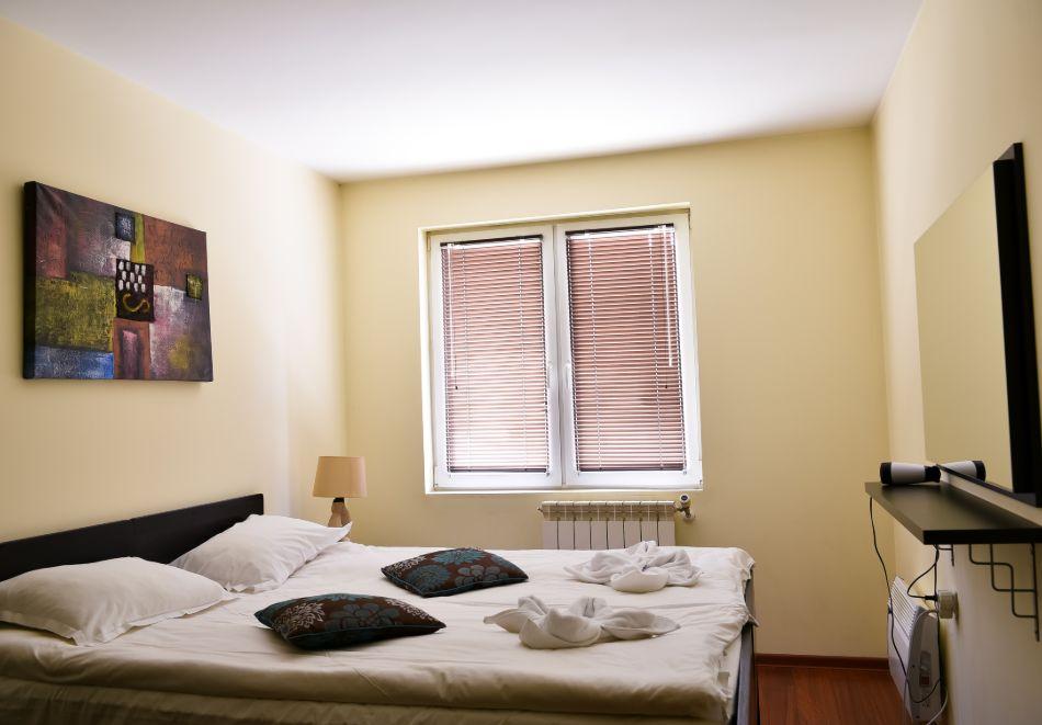 Нощувка на човек + басейн и релакс зона в апарт хотел Божурленд, Банско, снимка 9
