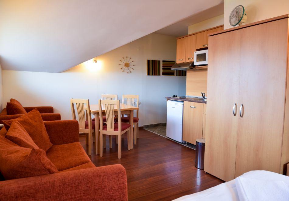 Нощувка на човек + басейн и релакс зона в апарт хотел Божурленд, Банско, снимка 13